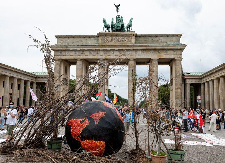 Een betoging in Berlijn naar aanleiding van Earth Overshoot Day. Beeld Fabian Sommer/dpa