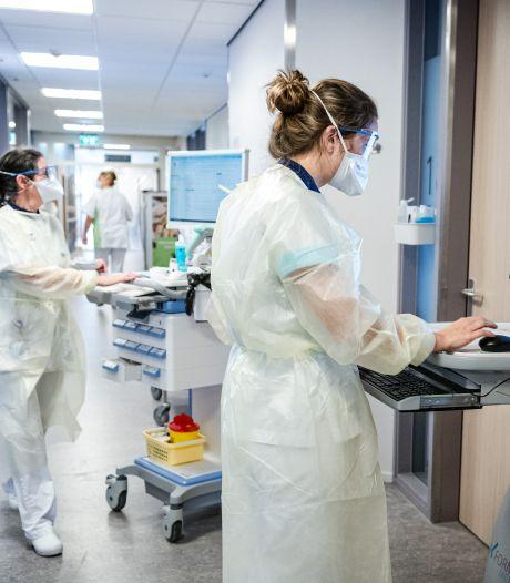 FNV: Besmette zorgmedewerkers moeten van manager toch komen werken