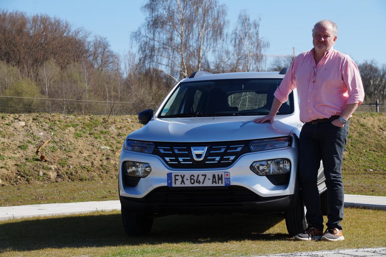 Auto-expert Joost Bolle voor de elektrische Dacia Spring.