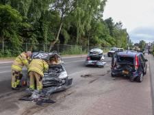 Beschonken man gewond bij botsing tegen geparkeerde auto's in Velp