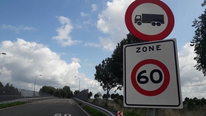 Lange file op de A16: daar is het sluipverkeer weer in Den Hoek