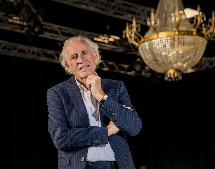 Dolf van de Vegte, directeur van tv-zender Family7, in de studio aan de Nagelpoelweg. Vlak voor de zomer van vorig jaar werd de Apeldoorner ernstig ziek.