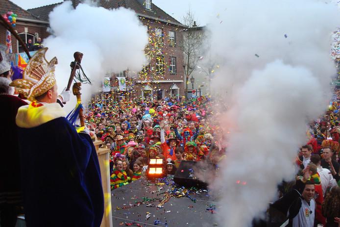 Mertzitting in Gennep weer geslaagd met meer als 4.000 bezoekers. Live te zien op de lokale kabel.