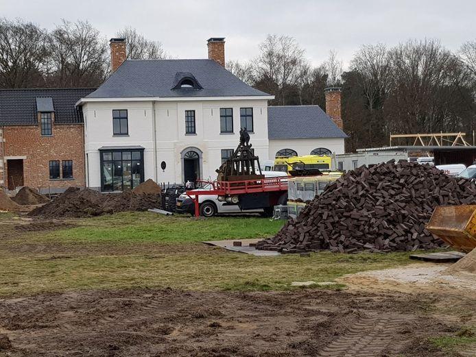 De man is gewond geraakt op de bouwplaats aan de Wisselinkweg.