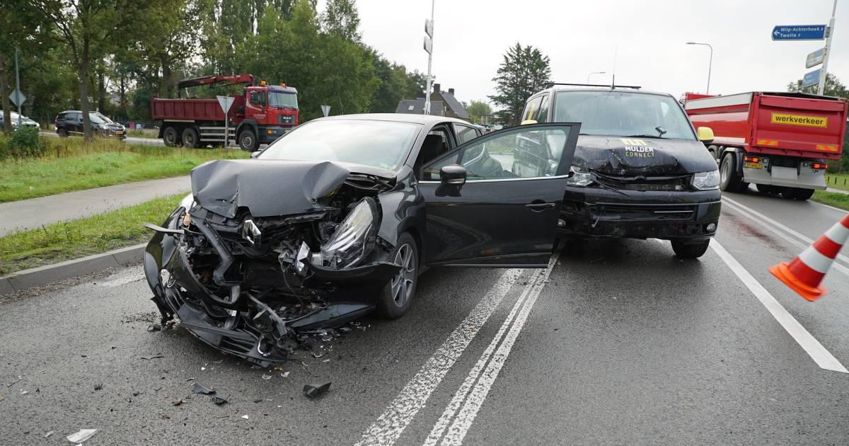Ravage en verkeershinder na kettingbotsing bij Apeldoorn.