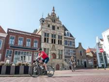 Roestvrijstalen ankers houden eeuwenoude gevel van het Brouwse stadhuis op zijn plek