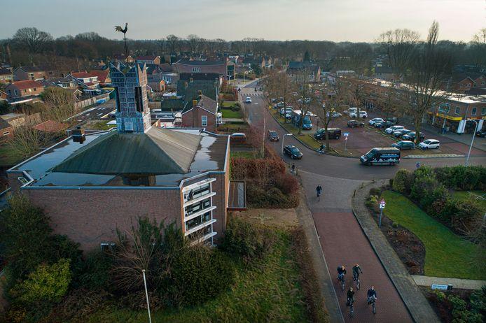 De kerk staat op de hoek van de Campherbeeklaan/Acacialaan in de wijk Berkum.