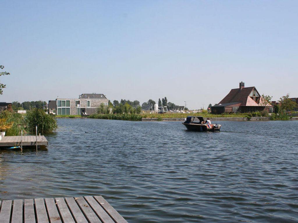 Waterwijk Nesselande, waar belangstellenden eigen bouwkavels kunnen kopen.