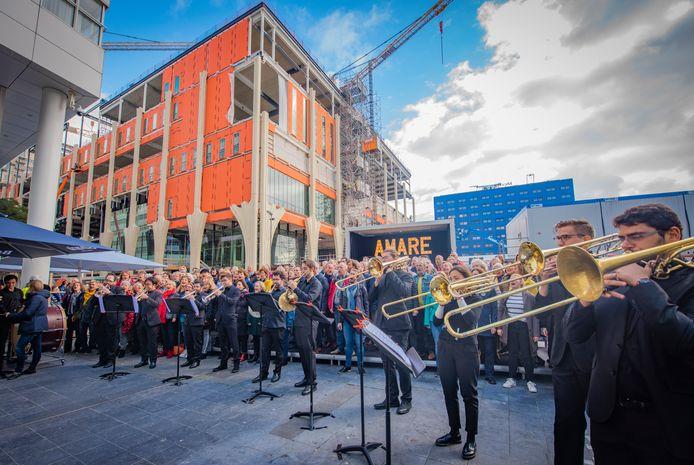 Het onderwijs- en cultuurcomplex op het Spuiplein krijgt de naam Amare. Dat wordt feestelijk gevierd.