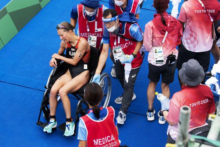 Rachel Klamer is volledig uitgeput na haar olympische triatlon. Beeld ANP