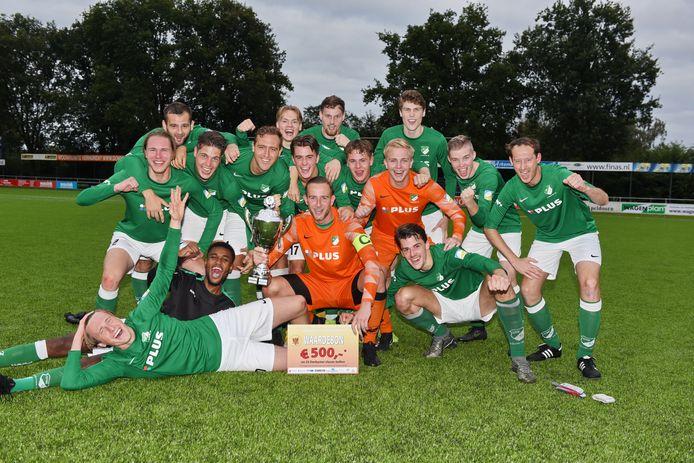 Groen Wit'62 is de winnaar van de Apeldoorn Cup. De vierdeklasser versloeg in de finale verrassend WSV na strafschoppen en schakelde eerder al Columbia uit.