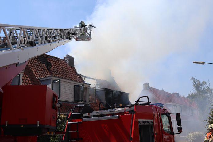 Op dit moment is de brandweer druk met een zeer grote brand in Loenen aan de Vecht. Een woonhuis is hier volledig uitgebrand.