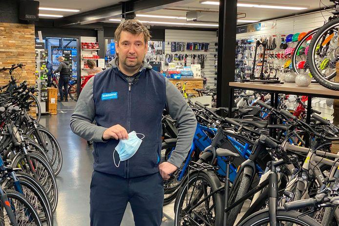 Gunther Schollaert haalde dit jaar extra veel fietsen in huis omdat leveranciers de toegenomen vraag niet kunnen volgen.