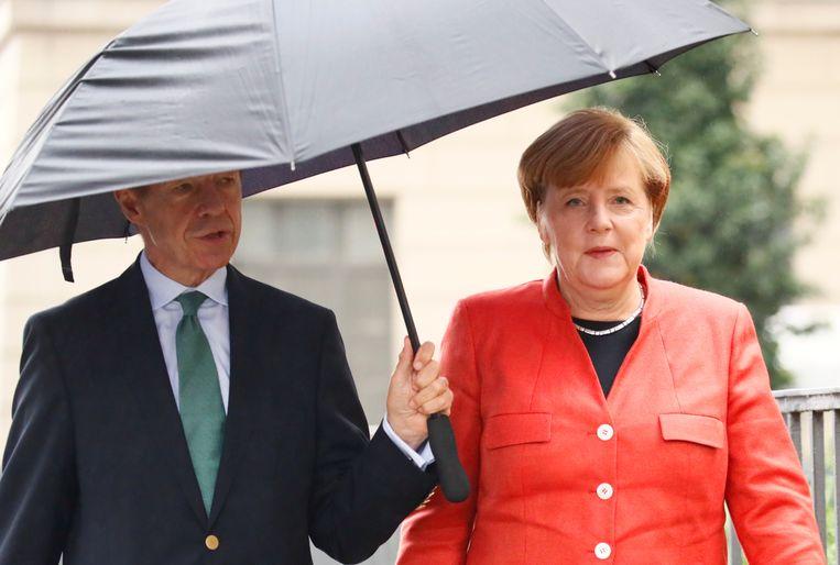 ''Ik beslis niets zonder met hem te praten,' zei Merkel ooit. Haar man is de belangrijkste raadgever van de bondskanselier, en er is bijna niets over hem geweten.' Beeld REUTERS