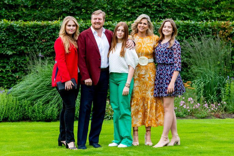 Prinsessen Amalia, Alexia en Ariane en koning Willem-Alexander en koningin Máxima tijdens de zomerfotosessie 2021 Beeld Brunopress