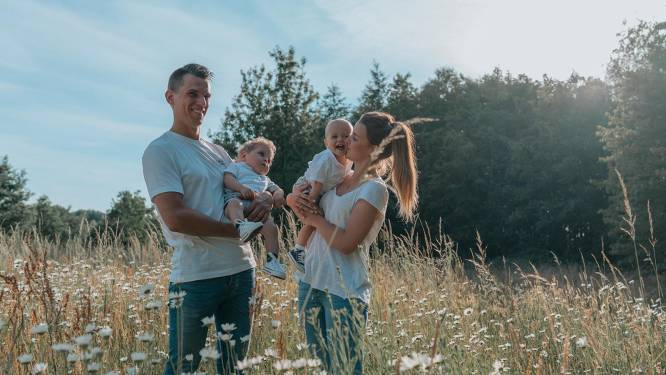 """Victor (2,5) getroffen door herseninfarct, ouders Emily (28) en Andres (29) starten actie voor staprobot: """"We willen ons zoontje met zijn tweelingbroertje Henri zien ravotten"""""""