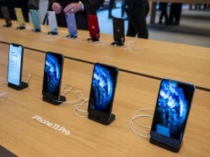 L'employé d'un Apple Store fouille dans les photos de la cliente et s'envoie une photo coquine