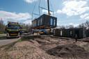 Doordat de woningen compleet geleverd worden, is het werk op locatie beperkt tot slechts enkele dagen.