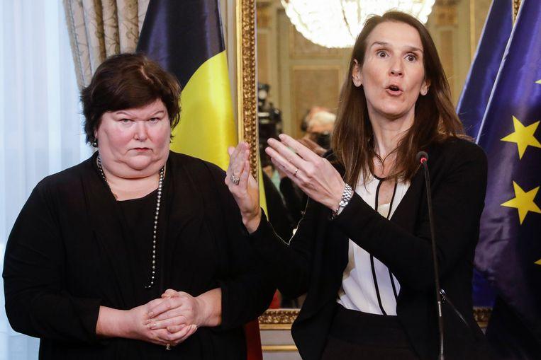 Minister van Volksgezondheid Maggie De Block en Sophie Wilmès. Beeld BELGA