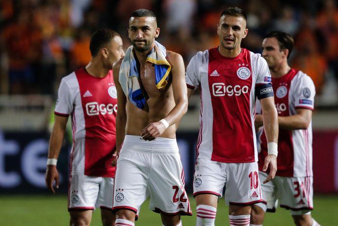 Hakim Ziyech en Dusan Tadic na het 0-0 gelijkspel bij APOEL Nicosia op Cyprus gisteravond.