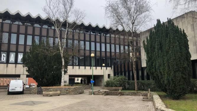 """Glabbeek maakt zich zorgen over kostenplaatje van het Tiense vaccinatiecentrum: """"Alleen de huurprijs van het gebouw bedraagt ruim 200.000 euro"""""""