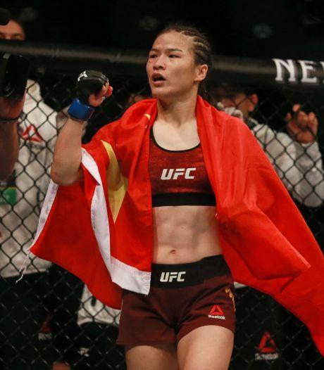 UFC-Kampioen Zhang niet blij met Mike Tyson: 'Hij heeft het recht niet commentaar te geven'
