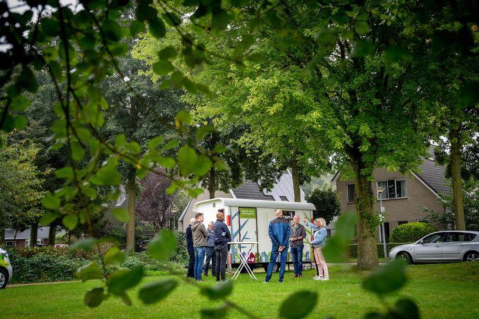 Bewoners gingen afgelopen week in de wijk De Haaghe in gesprek met de gemeente over de bomenkap die toch niet doorgaat.