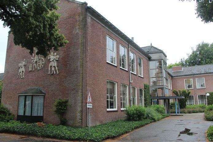 Met de nieuwbouw stoot Staring College beide bestaande locaties in Borculo af. Hier de Herenlaan, waarin de VMBO-tak is ondergebracht.
