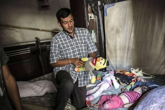 Volgens de Iraakse is de vader van Aylan, Abdullah zelf een mensensmokkelaar en is hij verantwoordelijk voor het kantelen van het bootje waardoor zijn eigen zoontje verdronk.