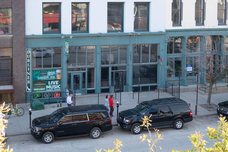 De bar van Jacob Gardner zat in de lege ruimte naast de Ierse pub. De ruiten werden door Black Lives Matter-demonstraten ingegooid, maar snel daarna vervangen. De bar is sindsdien gesloten. Beeld Eline van Nes