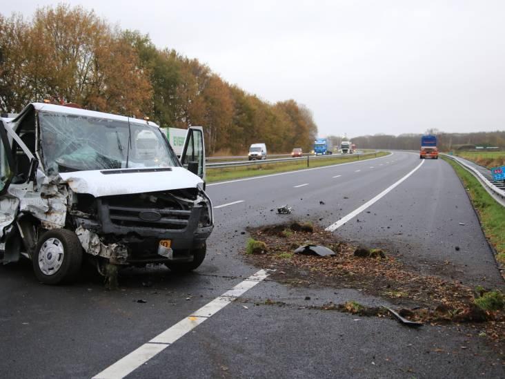 A67 dicht tussen Asten en Helden door botsing met vrachtwagen en bestelbus