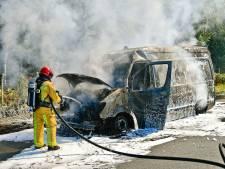 Bestelwagen in brand op A67
