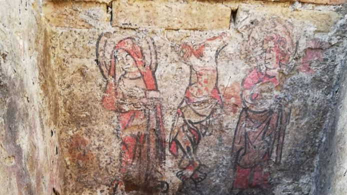 Er is nu al een derde beschilderde grafkelder uit de 14de eeuw teruggevonden in Brugge.