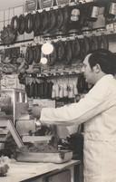Chris Bos in zijn slagerij aan de Vleutenseweg.