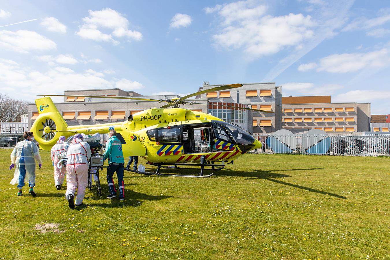 Donderdagmiddag werd een beademde en slapende patiënt overgevlogen naar de ic van het UMC Groningen.