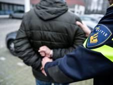 Man dreigt politieagenten neer te schieten in hun politiebureau
