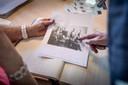Uit de eigen knipselmap heeft de familie een foto meegenomen met great-granddad Albert als kind.