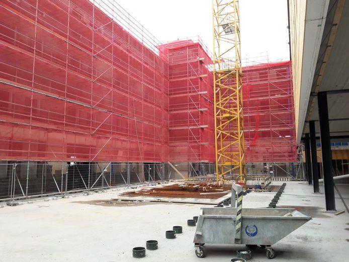 Het atrium van het hotel op het KVL-terrein is nu nog een bouwput.