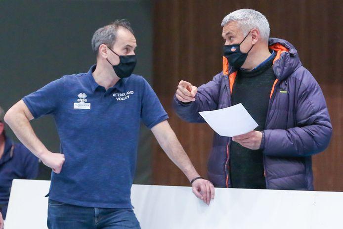 """Bondscoach Gert Vande Broek in overleg met Kris Vansnick: """"Ik ga de ploeg niet plat laten spelen tijdens deze wekenlange internationale wedstrijden."""""""
