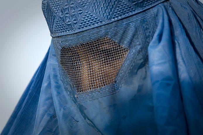 Une photo prise le 1er novembre 2009 montre une femme sous sa burqa à Kaboul.