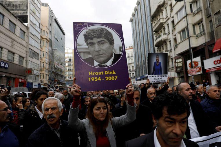 Een demonstratie op de plek waar journalist Hrant Dink is vermoord, twaalf jaar na diens dood.  Beeld Reuters