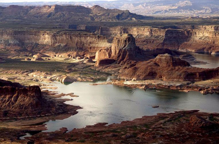Ook het waterpeil van het hoger gelegen Lake Powell in de staat Arizona daalt al jaren. Beeld REUTERS