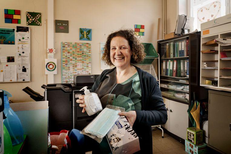 Schooldirectrice Kathlien Vanschoenwinkel: 'Zodra de scholen opengaan, zal het virus opflakkeren.' Beeld Eric de Mildt