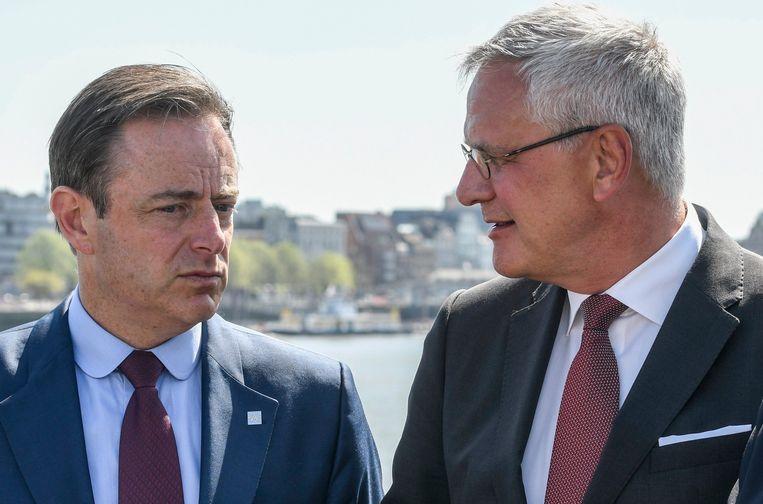 Bart De Wever (N-VA) en Kris Peeters (CD&V). Beeld Photo News