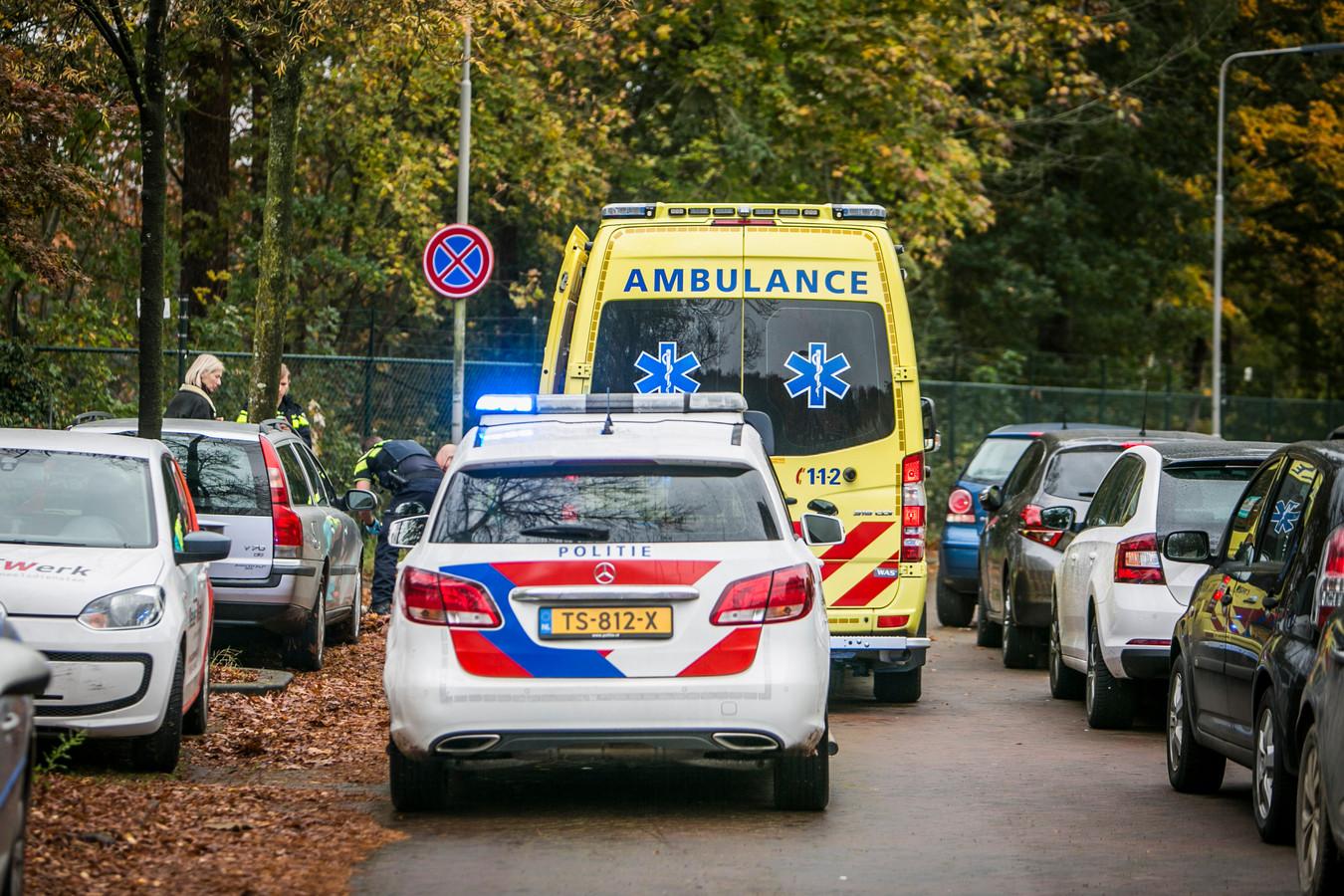Hulpdiensten op de Lisztlaan in Arnhem na de aanrijding.