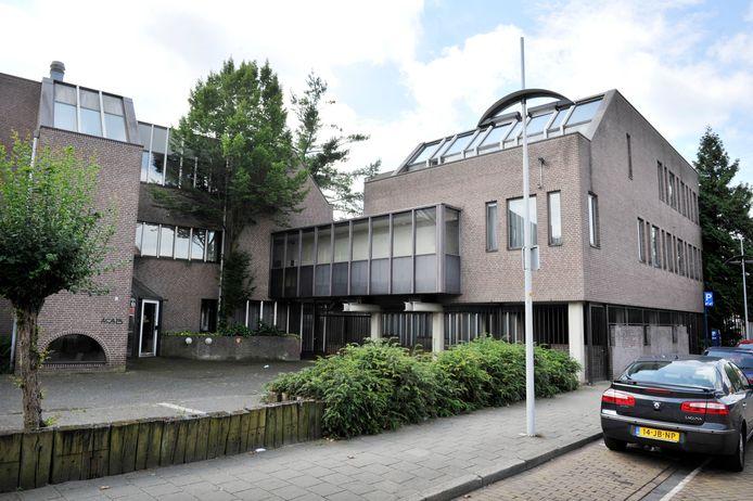 Het voormalige Mediantpand aan de Willemstraat is momenteel in gebruik als Hotel Goodstay voor arbeidsmigranten. Hengelo is eventueel bereid om weer mee te werken aan een opvang van vluchtelingen op die plek.