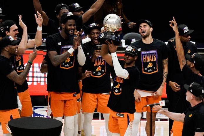 Chris Paul met de trofee van de Western Conference