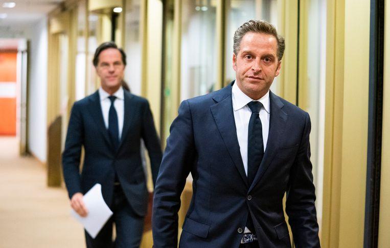 Demissionair premier Rutte en demissionair minister De Jonge voor aanvang van de coronapersconferentie van 8 maart. Beeld Freek van den Bergh / de Volkskrant