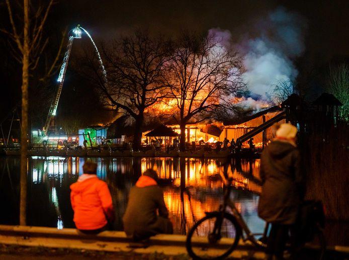 De aangestoken brand in Plaswijckpark raakte Rotterdam diep.