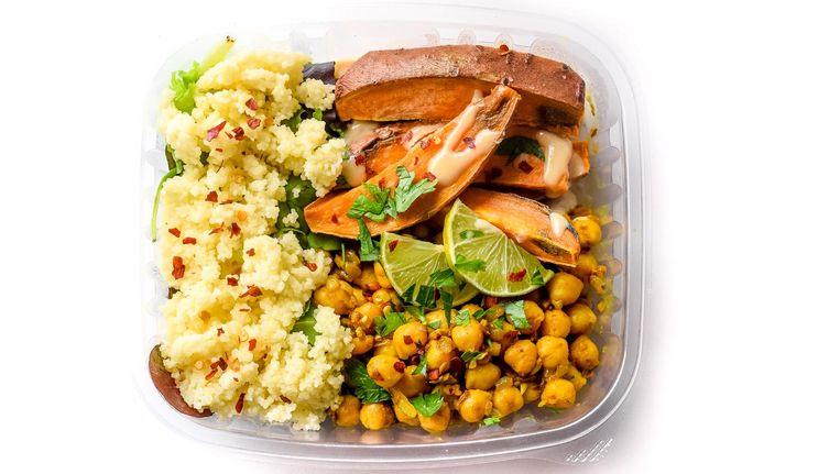 De ingrediënten worden zoveel mogelijk gestapeld zodat het geen zompige bende wordt. Beeld Health Food Wall